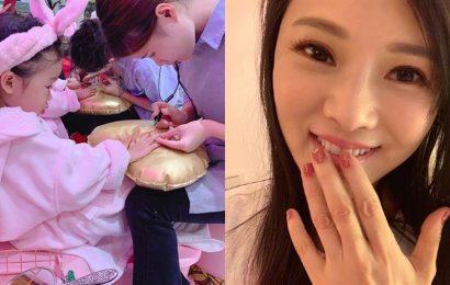 伊能靜3歲女上美容院 網酸:這麼小就做指甲?